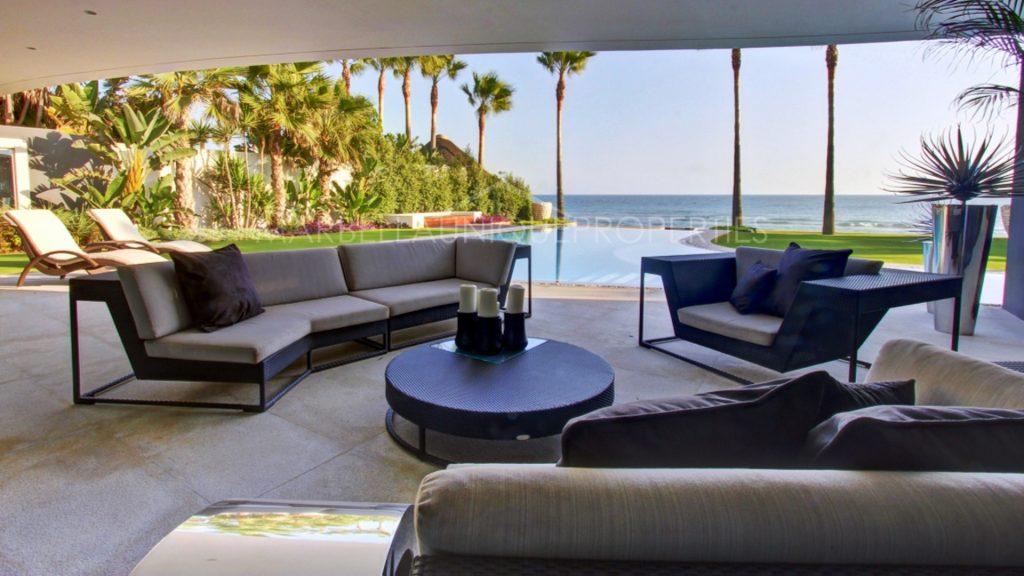 Imprescindibles en las propiedades de playa - Marbella Unique Properties inmobiliaria en Puerto Banus