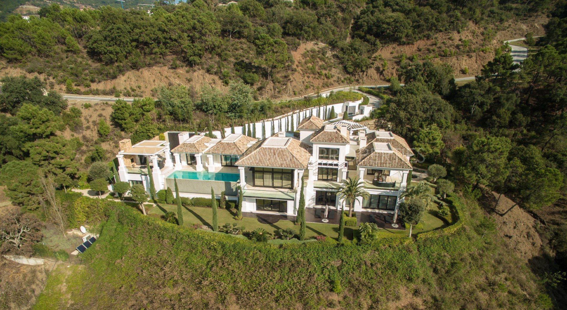 The Best Properties in La Zagaleta - Marbella Unique Properties - Modern contemporary style 5 bedroom villa built to the highest quality standards in La Zagaleta, 4.900.000€