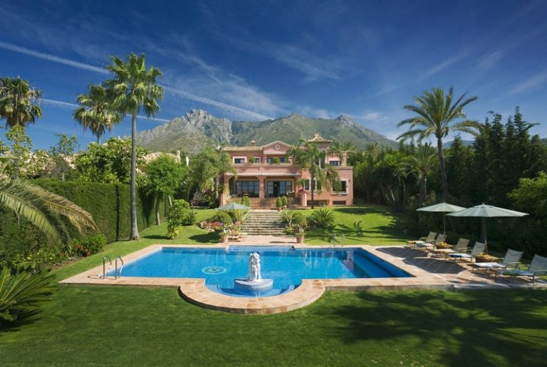 Amazing villas in Sierra Blanca for rent and for sale
