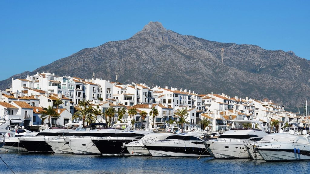 A Complete Guide of the Puerto Banus Complexes and Apartments