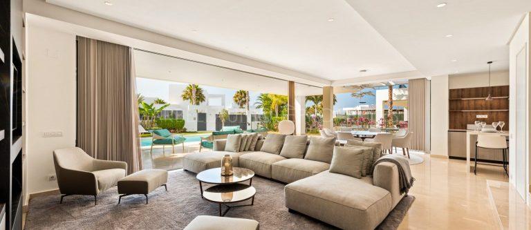 Contemporary 4 bedroom villa on sale in Finca Marbella, Rio Real!