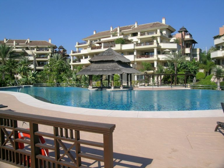 Luxurious duplex apartment in Laguna de Banus