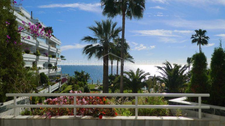 Frontline beach apartment in Playa Esmeralda, The Golden Mile – For Rent