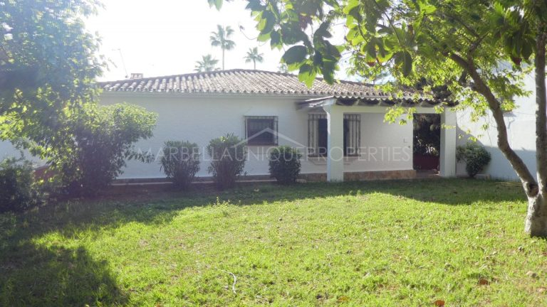 A great investment opportunity to acquire a 3 bedroom villa in Marbella Town Center