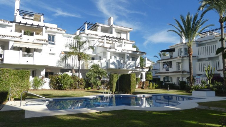 Investment Opportunity, Apartment For Sale in Los Naranjos de Marbella
