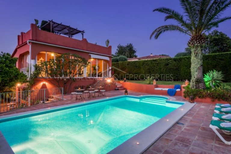 Andalusian style 7 bedroom villa in El Real Panorama